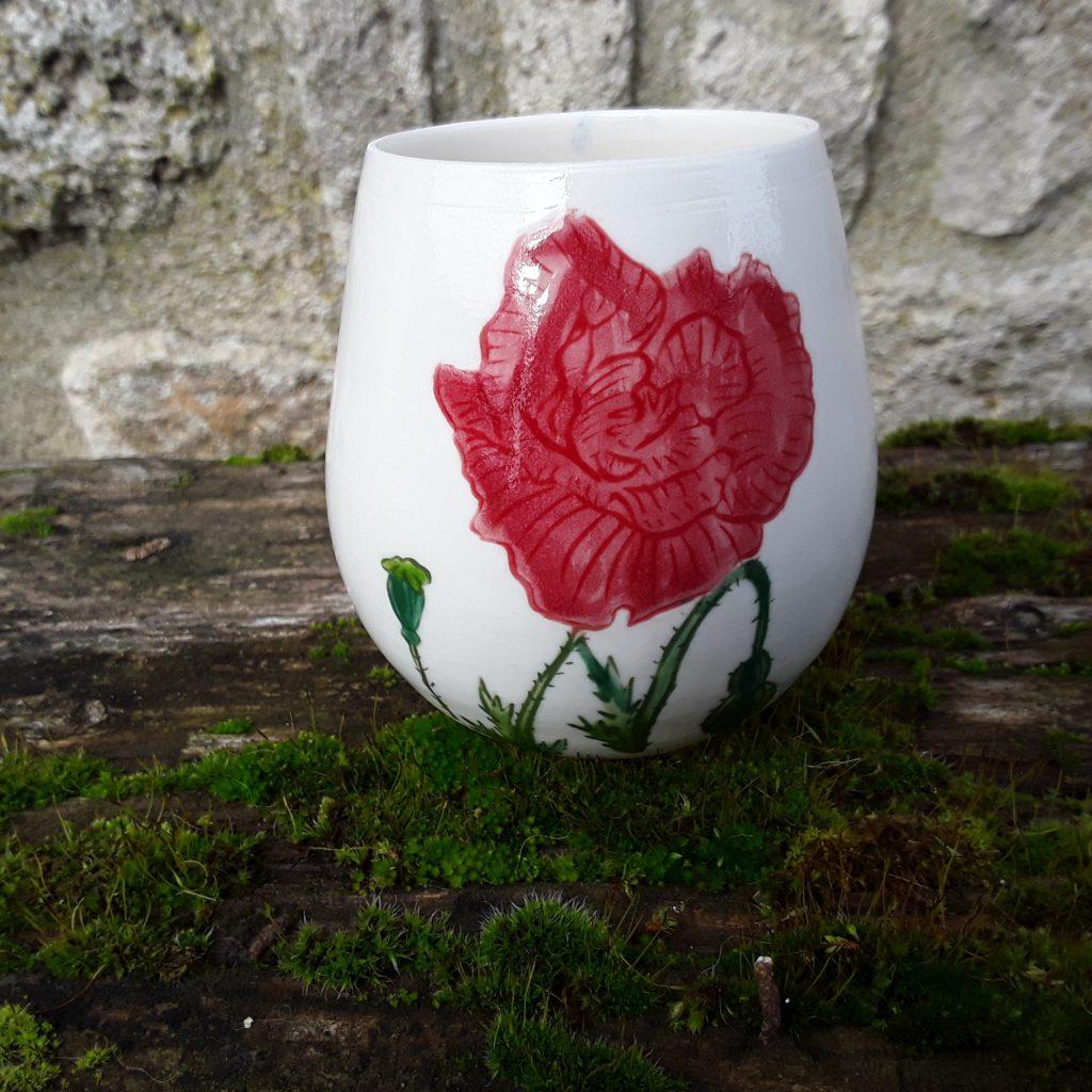 Verre en porcelaine rouge